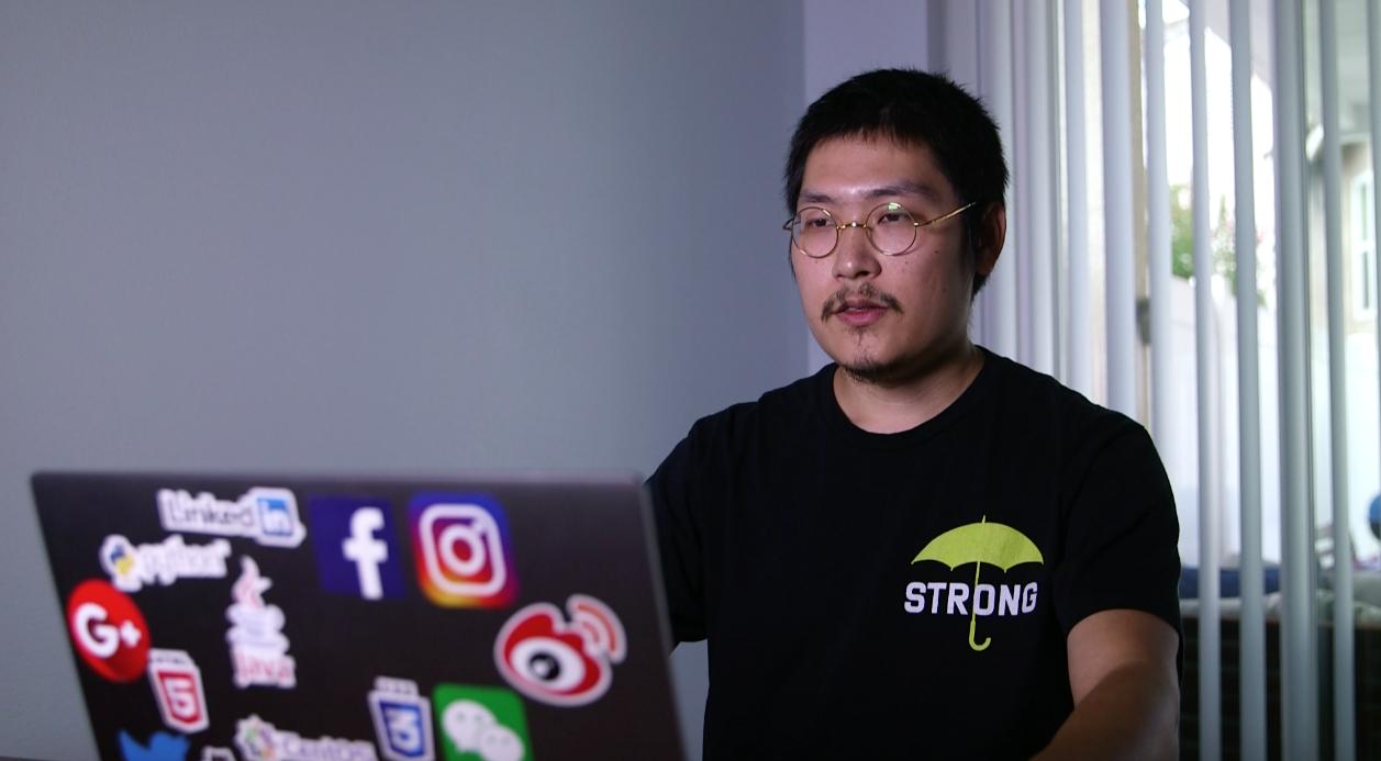 曾在中國新浪微博和樂視影片從事審核工作的劉力朋,近日在美國接受大紀元、新唐人的專訪,批評中共言論審查。(大紀元)