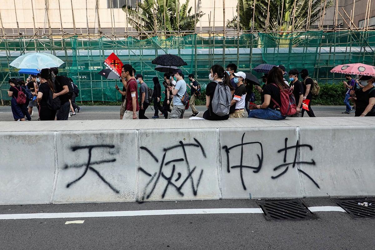 「天滅中共」是近期香港流行標語之一。(余鋼/大紀元)