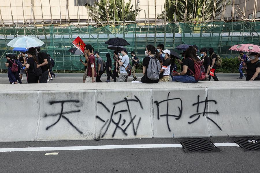 影片:香港街頭的「天滅中共」標語