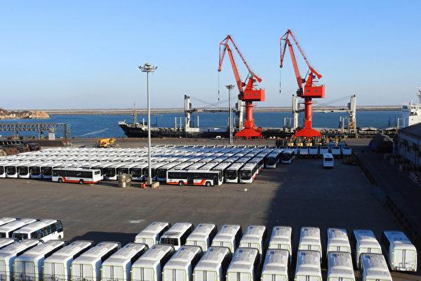 10月11日,中美貿易談判達成初步共識。然而,對於此次的談判結果,中共內部出現兩個不同聲音。(AFP PHOTO/STR/China OUT)