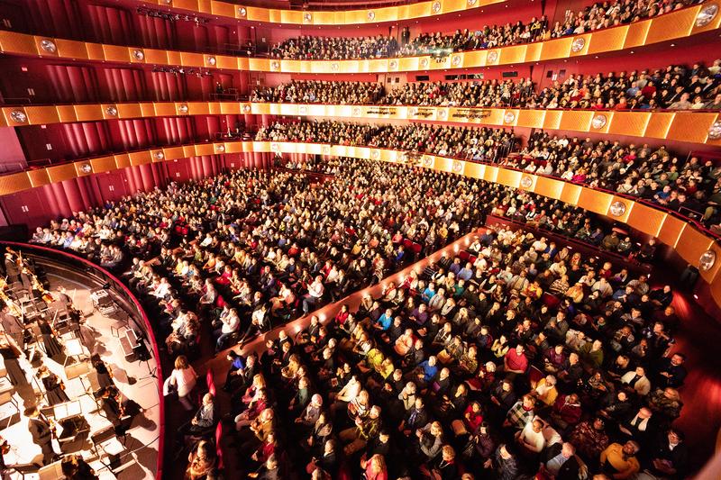 1月16日,神韻紐約藝術團在紐約林肯中心大衛寇克劇院的演出再次爆滿。(戴兵/大紀元)