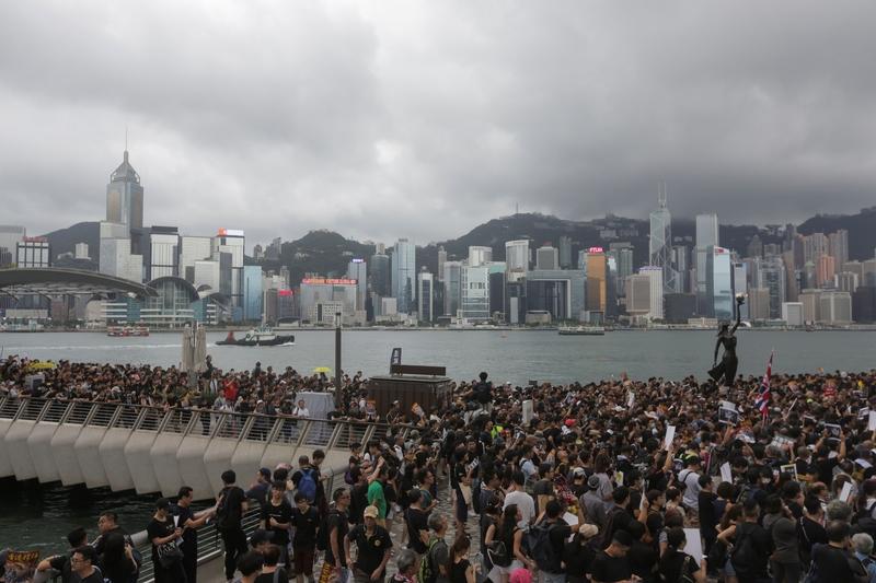 2019年7月7日,香港九龍舉行反送中大遊行,參加民眾擠爆街道。( HECTOR RETAMAL/AFP/Getty Images)