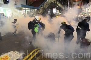 【8.4反送中組圖5】警頻發催淚彈 銅鑼灣鬧市區如戰場