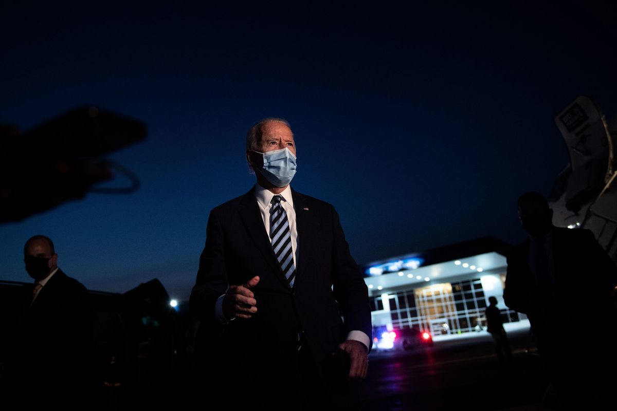 民主黨總統候選人拜登周二(10月6日)表示,若特朗普未完全康復,應取消原定的總統辯論。(BRENDAN SMIALOWSKI/AFP via Getty Images)
