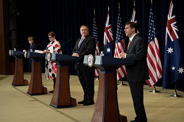 2020年7月28日,美國和澳洲兩國的外長和防長舉行聯合新聞發佈會。(Brendan Smialowski/POOL/AFP)