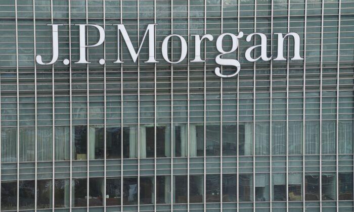 圖為投資銀行摩根大通位於英國倫敦的辦公樓。(Daniel Leal-Olivas/AFP via Getty Images)