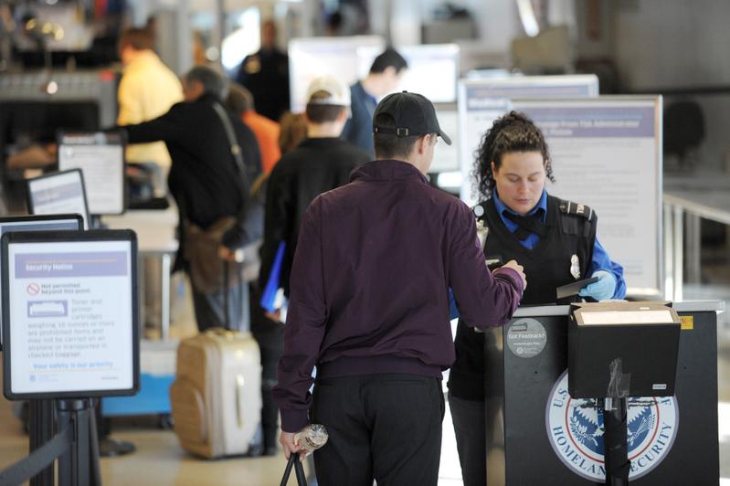 武漢肺炎 首批武漢直飛乘客在紐約落地受檢