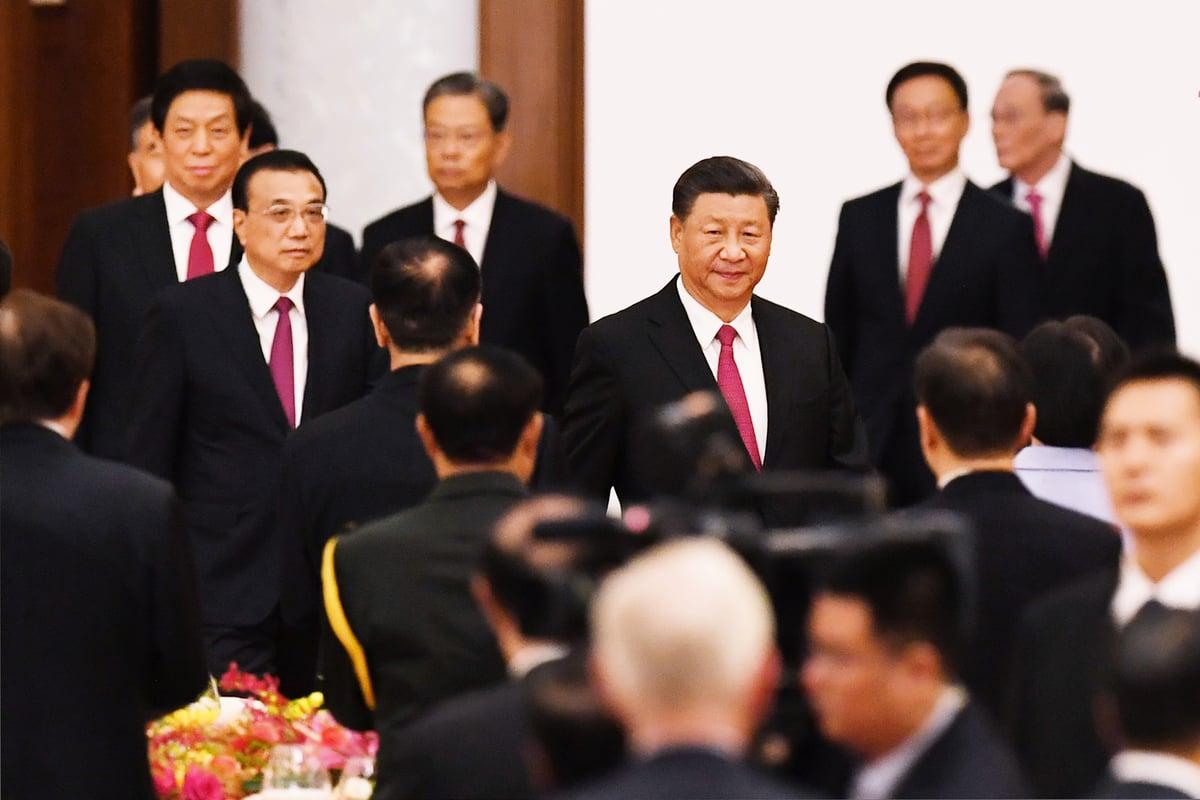 圖為2020年9月30日,習近平與中共政治局常委走進人民大會堂的宴會聽參加十一慶祝宴會。(Greg Baker/AFP via Getty Images)