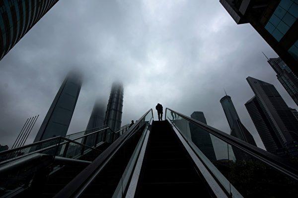 不少昔日風光的大佬、富豪,有的被抓、有的自殺、有的陷入醜聞……圖為上海浦東新區金融區。(JOHANNES EISELE/AFP/Getty Images)
