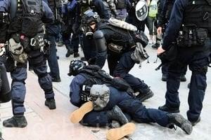香港抗議者疑被成批送大陸關押