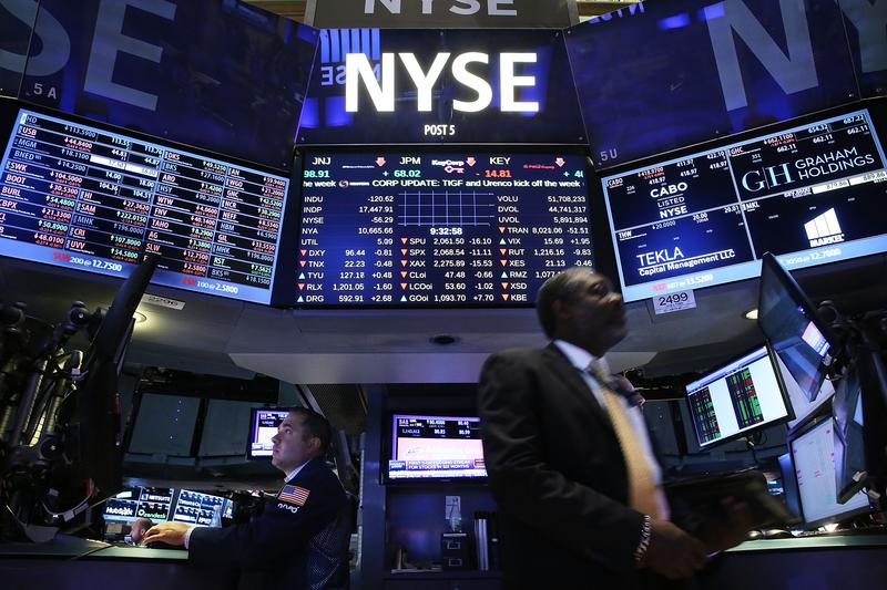 2020年8月11日,美國財長姆欽(Steven Mnuchin)宣佈,來自中國和其它國家的不符合會計準則的公司將於2021年底前從美國證券交易所退市。圖為資料照。(Spencer Platt/Getty Images)