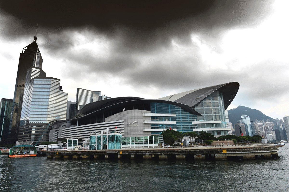 美國此前因香港問題制裁4名中港官員,作為報復。11月30日,中共外交部發言人華春瑩稱,中共將制裁4名美方人員。圖為香港。(Bill Cox/大紀元)