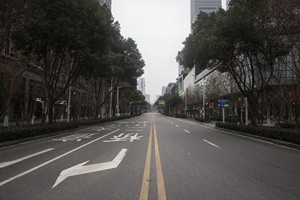 中國武漢,2020年1月27日。由於中共肺炎疫情的迅速發展,武漢市道路上空空如也。(Getty Images)