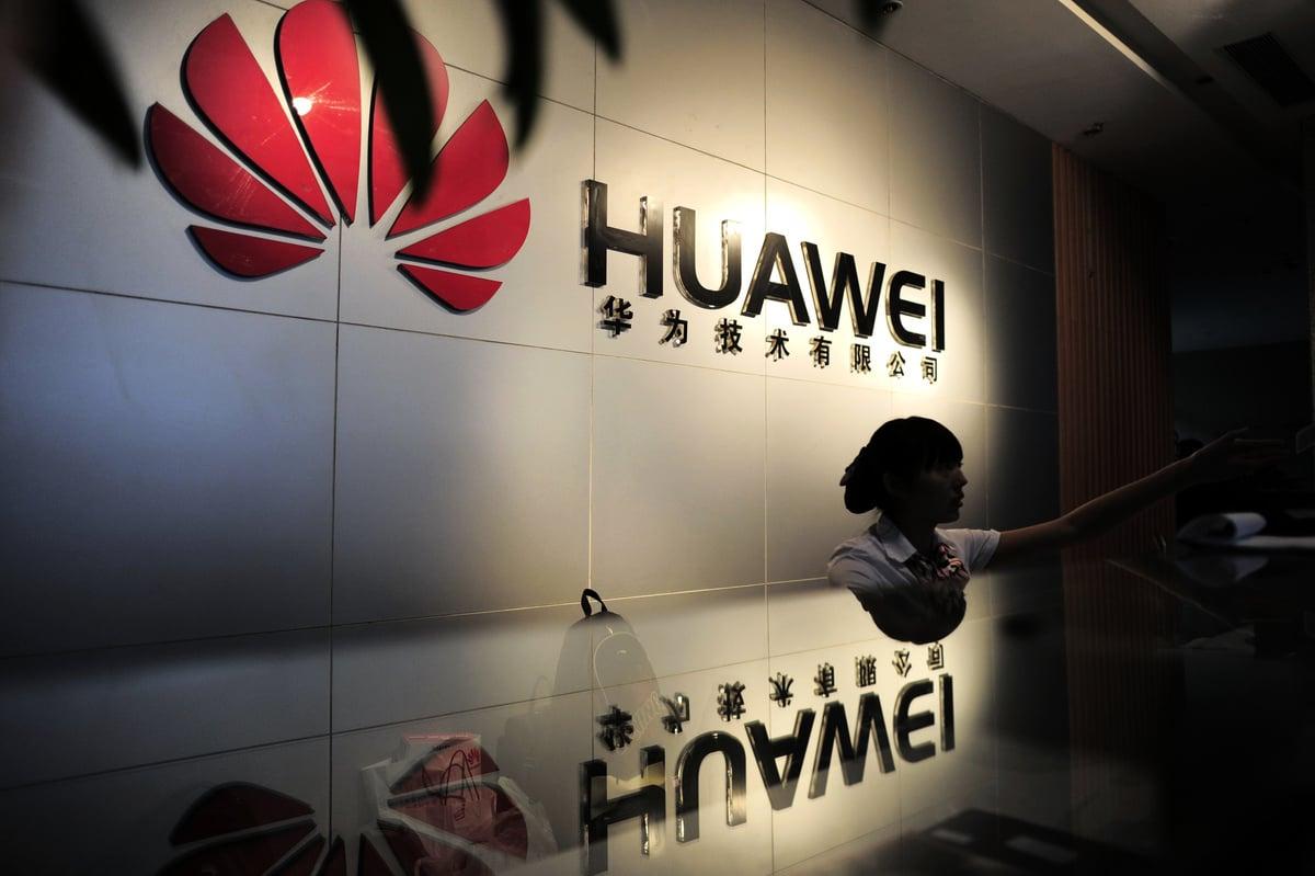 俞敏洪說,華為副總裁曾披露,我們晶片中的專利技術,有一半以上其實是美國的專利技術。(AFP/GettyImages)