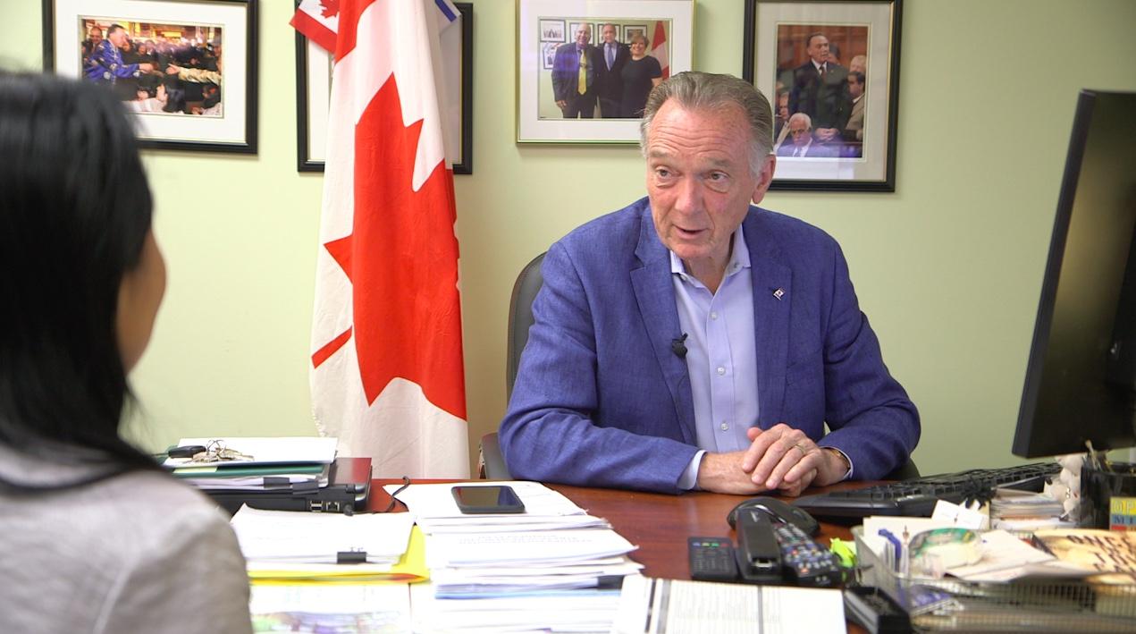 7月10日,加拿大國會議員、前加拿大環境部長肯特(Peter Kent)在接受採訪時說,加拿大應該制裁犯下反人類罪的中共官員。(新唐人電視)