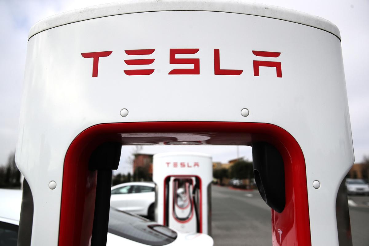 電車製造商Tesla的充電站已經開始營運。(Justin Sullivan/Getty Images)