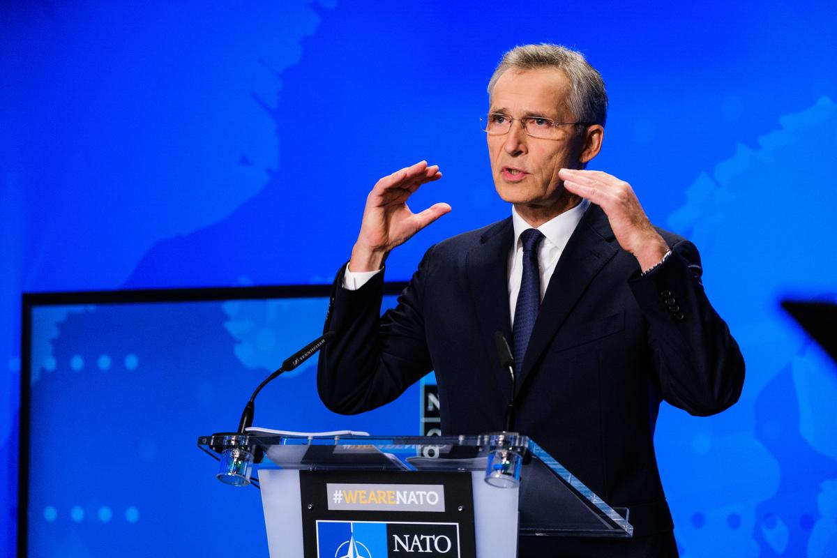 北約秘書長斯托騰柏格(Jens Stoltenberg)表示,預計北約將在德國建立一個新的太空中心,以應對中共與俄羅斯的威脅。圖為斯托騰柏格在北約國防部長會議之前舉行在線新聞發佈會。(北約官網提供)