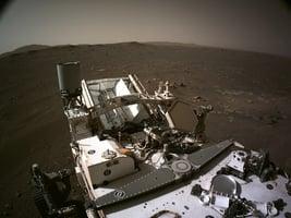 毅力號「睜眼」拍照 360度全景揭其火星新家