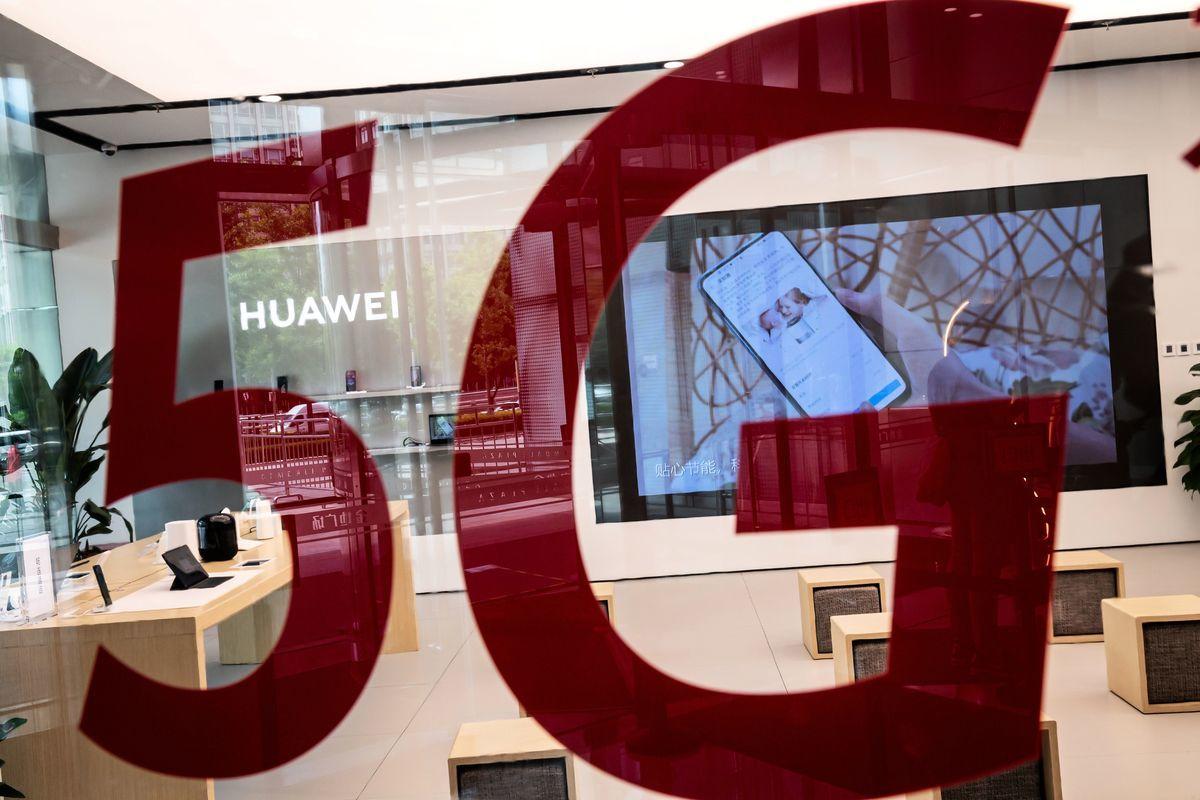 英國想創建5G設備及其它技術的供應商替代名單,以避免倚賴中國。(NICOLAS ASFOURI/AFP via Getty Images)
