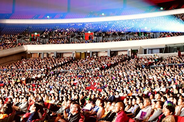 2019年4月6日晚,美國神韻巡迴藝術團在墨西哥城國家禮堂(Auditorio Nacional)進行了今年在當地的第四場演出,全場爆滿。(文琍/大紀元)