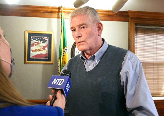 2021年3月23日,縣委員加里·斯金納(Gary F. Skinner)在接受媒體採訪。(李辰/大紀元)