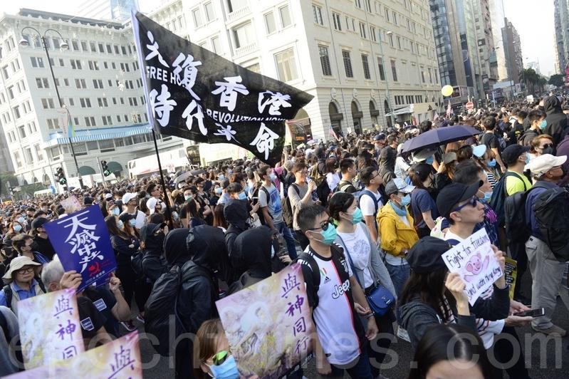2019年12月1日,香港民眾「勿忘初心大遊行」從尖沙咀鐘樓起步。(駱亞/大紀元)