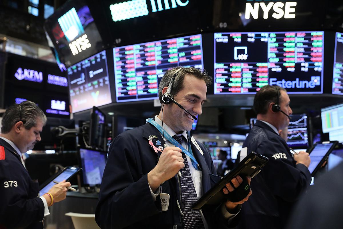 近的美國股市,一路飆升,特別是2020年6月5日公佈的新增就業數字遠超預期,進一步推升了市場信心。美國三大股指相繼收復失地,令世界矚目。(Photo by Spencer Platt/Getty Images)