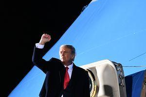 哪三位議員跟特朗普搭乘空軍一號去了明州