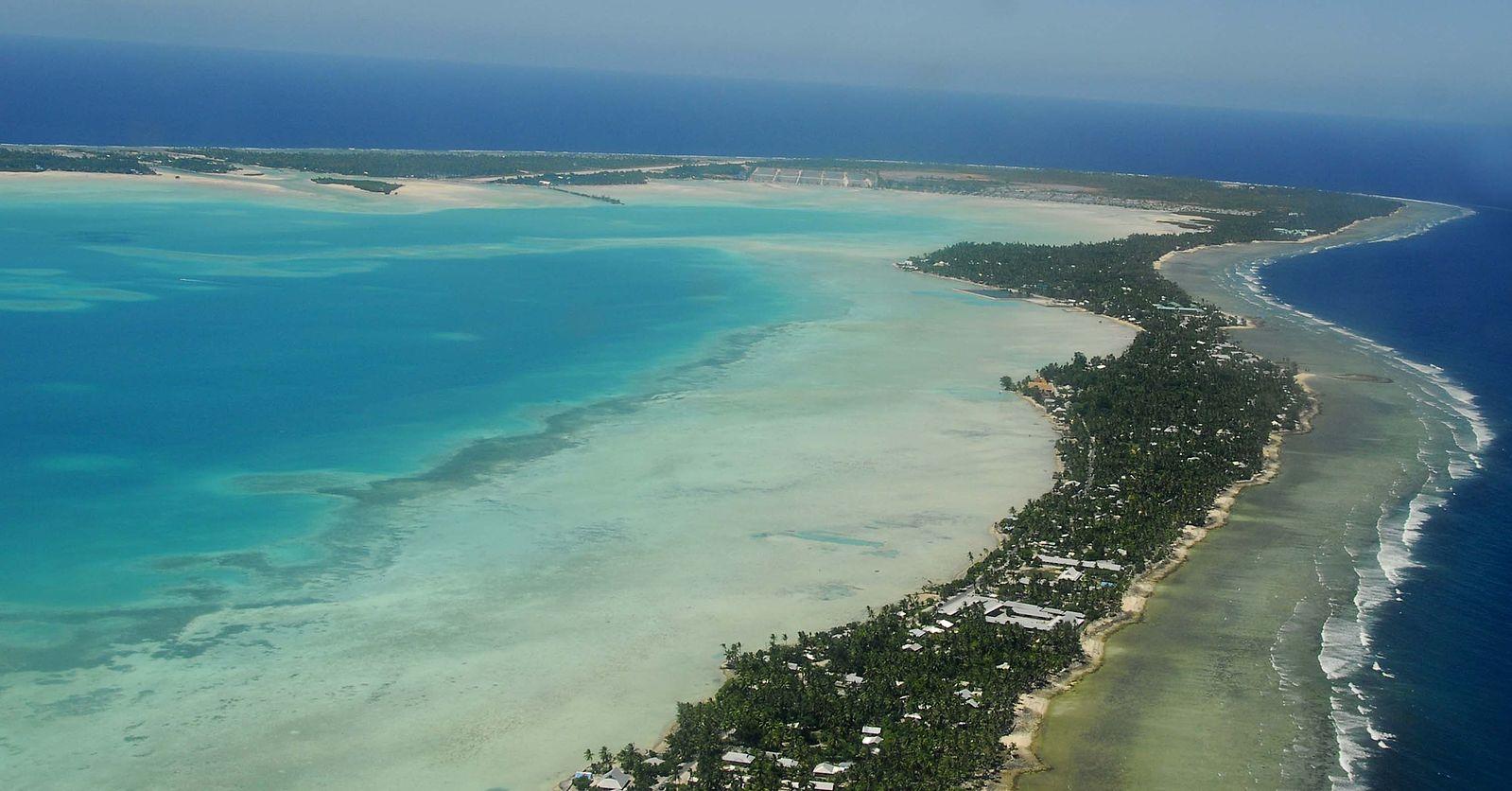 時隔17年後,中共在太平洋島國基里巴斯(Kiribati)重新開設大使館,引發關注。圖為基里巴斯的塔拉瓦環礁(Tarawa)。(Government of Kiribati employee /Wikimedia commons)