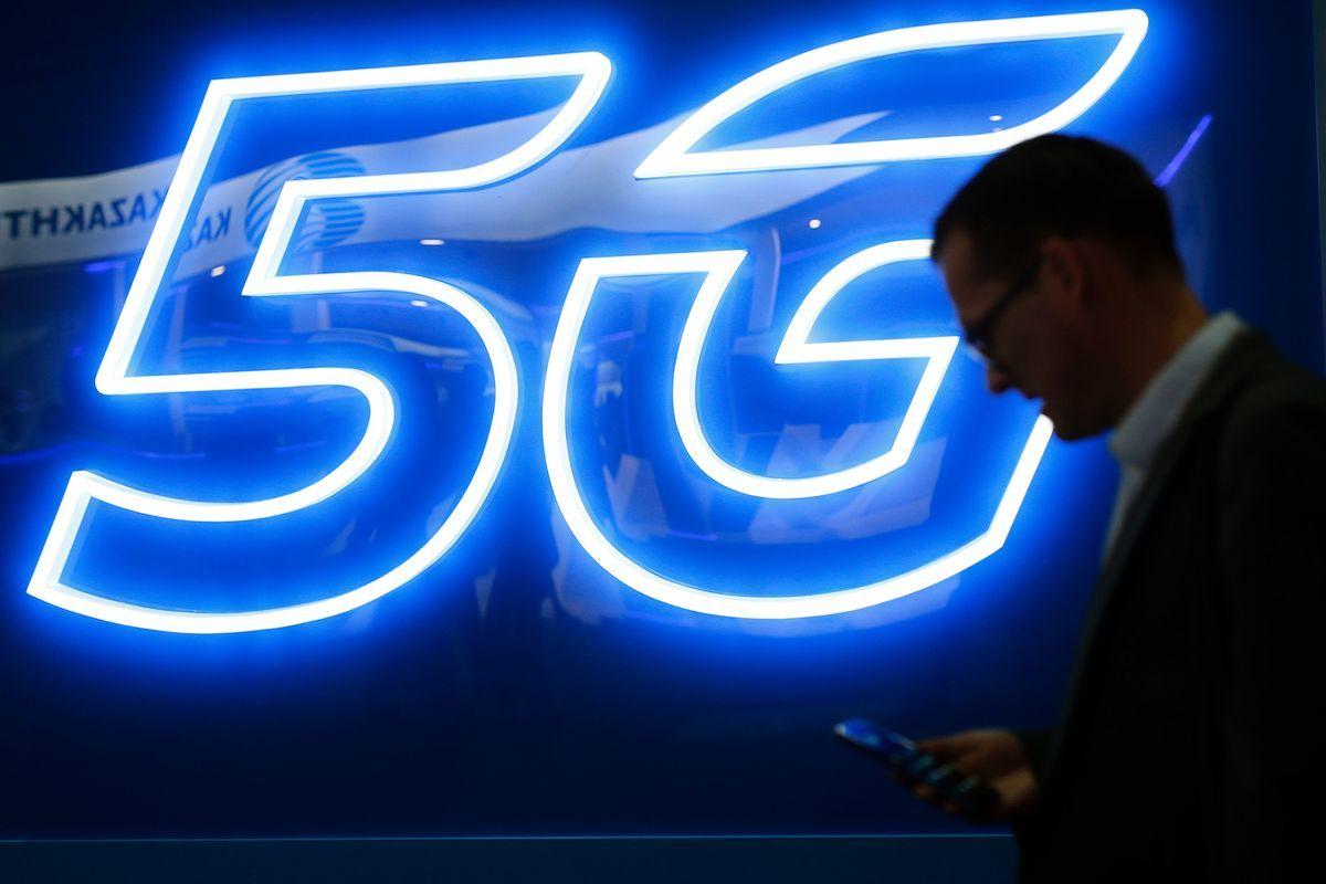 下一代5G網絡的安全性是今年巴塞羅那世界移動大會的主題,而華為設備帶來的安全風險也是美國代表團和盟國談論的要點。(Pau Barrena / AFP) (Photo credit should read PAU BARRENA/AFP/Getty Images)