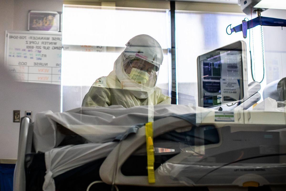 圖為加州Providence Cedars-Sinai Tarzana醫療中心的深切治療部(ICU)。(APU GOMES/AFP via Getty Images)