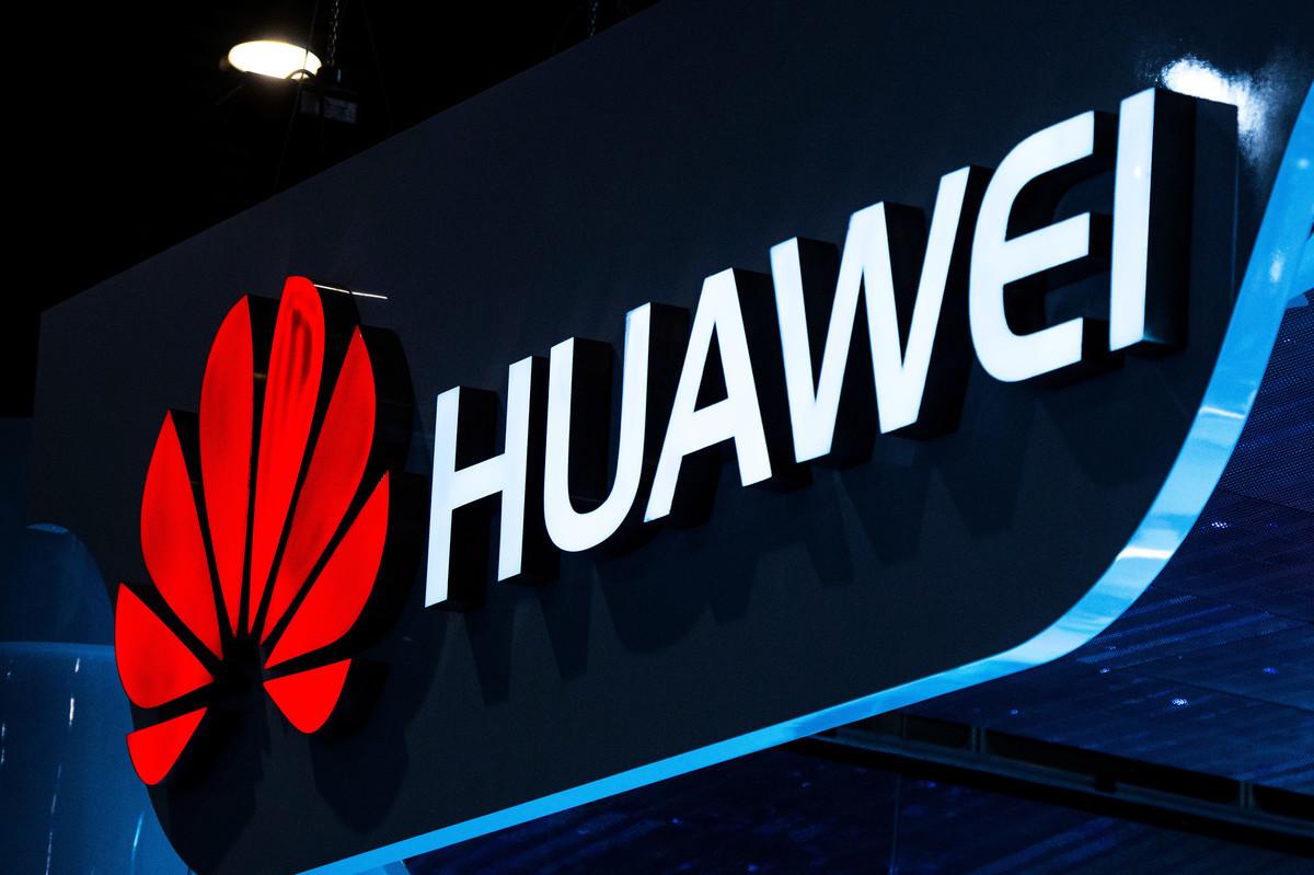 華為產品再次受重創後,華為董事長梁華12月25日說,該公司將嚴格遵守包括聯合國、美國和歐盟適用的出口管制和制裁法律法規。(Getty Images)