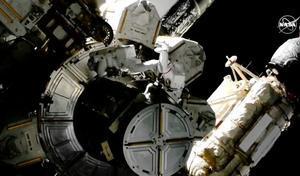 NASA太空人又進行太空行走 歷時近7小時