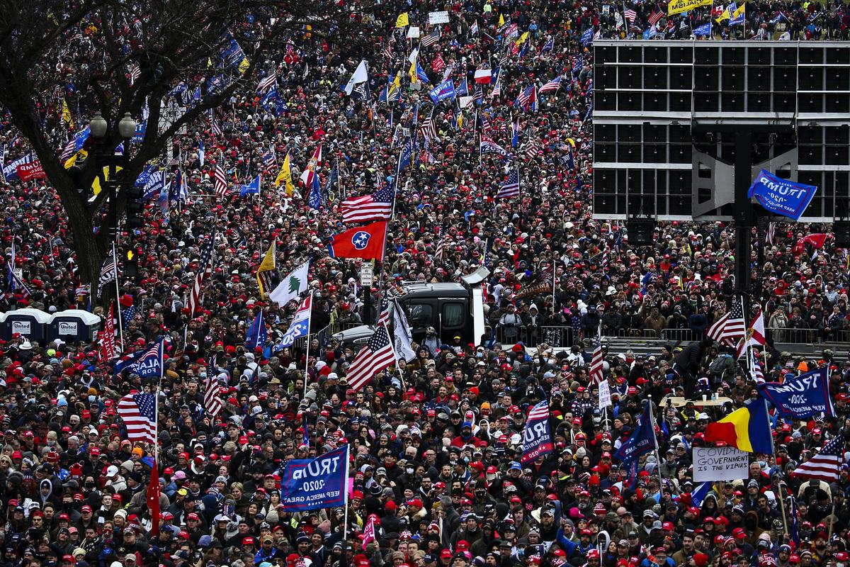 2021年1月6日,美國華盛頓特區,群眾舉行集會,呼籲「停止竊選」(Stop the Steal)。(Tasos Katopodis/Getty Images)