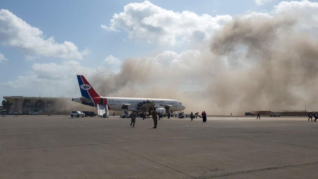 12月30日,當也門新內閣到達亞丁機場時,現場發生了劇烈爆炸。(Saleh Al-OBEIDI/AFP)