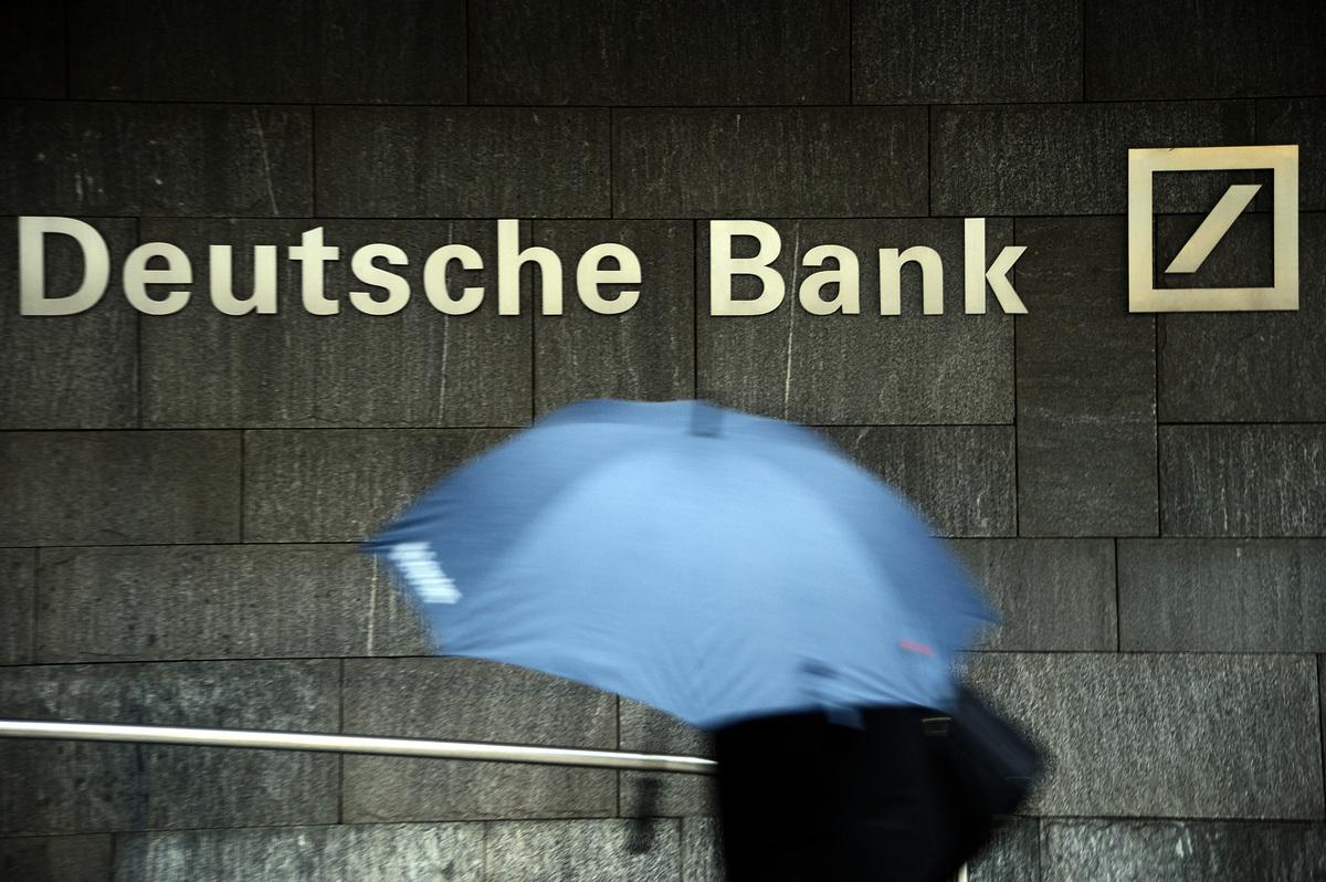 德國警方及檢察機構工作人員周四(11月29日)上午對德意志銀行進行了大規模搜查。(Thomas Lohnes/Getty Images)