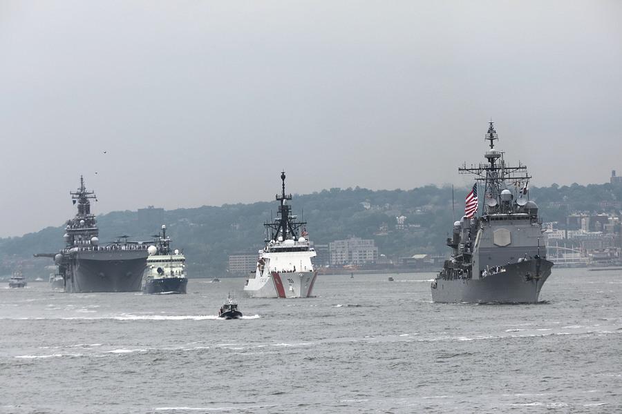 台灣漁民直擊 中共導彈護衛艦穿越海峽中線