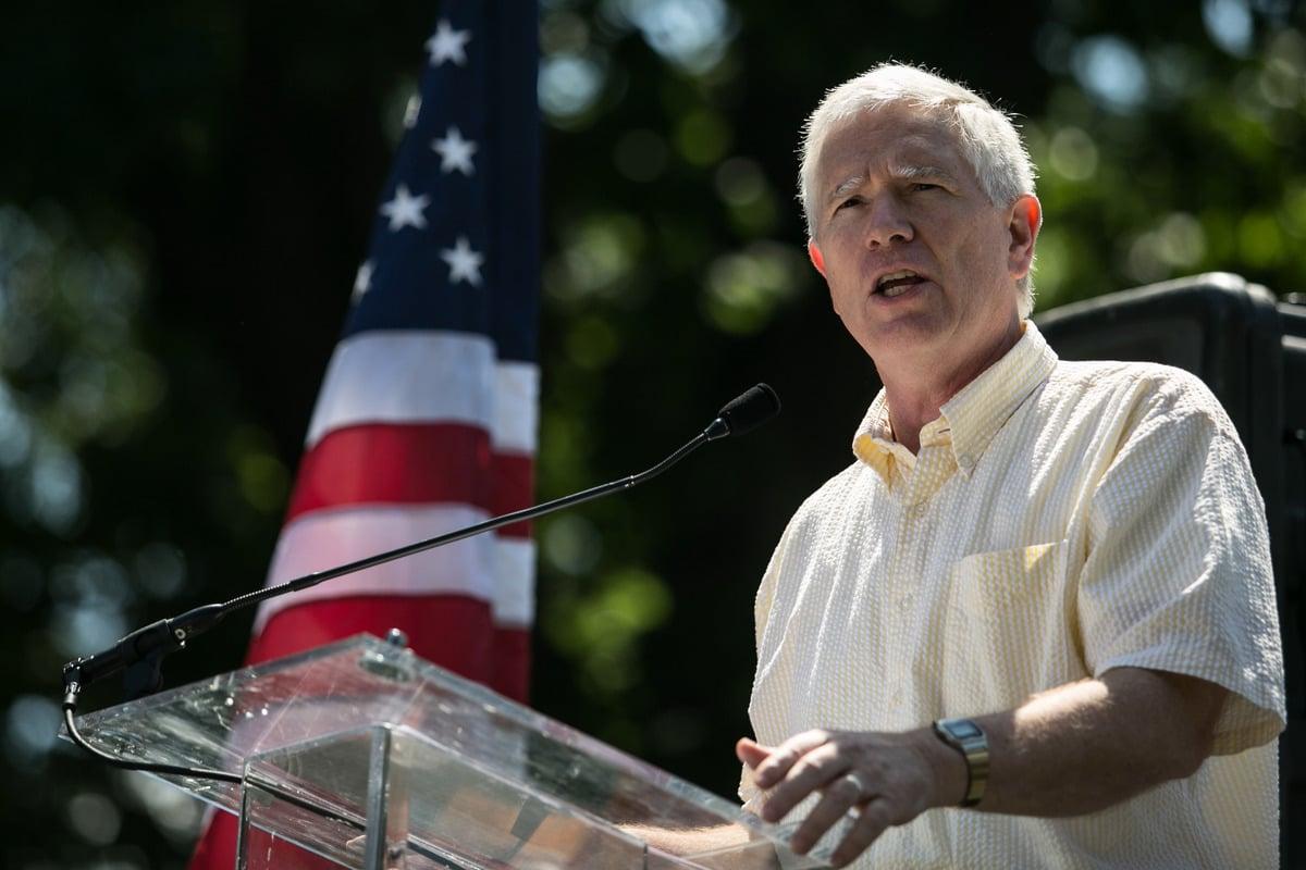 美國國會共和黨眾議員布魯克斯(Mo Brooks)表示,他將在2021年1月6日挑戰州選舉人團投票結果。(Drew Angerer / Stringer/Getty Image)