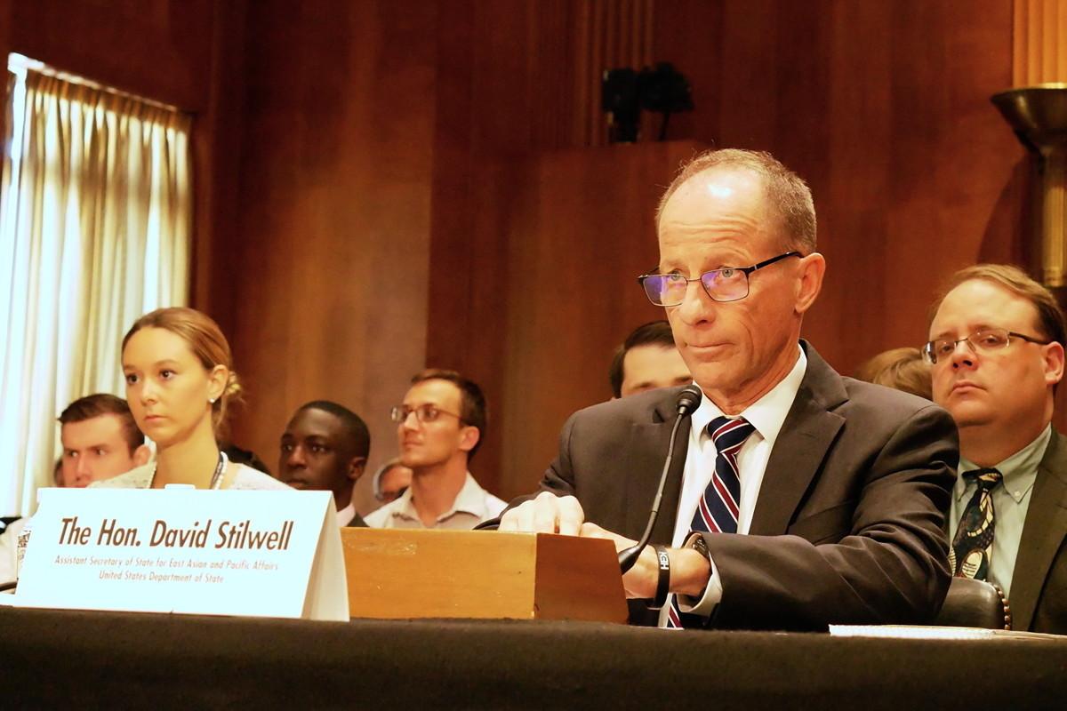 美國國務院亞太事務助理國務卿史迪威(David Stilwell)出席聽證會作證。(李辰/大紀元)