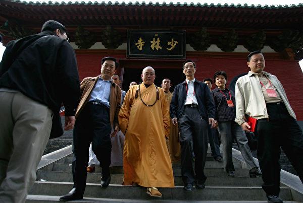 2018年8月27日,河南省登封市嵩山少林寺首次舉行升紅旗儀式,這是該寺院一千五百多年來的首次。圖為少林寺方丈釋永信。(Cancan Chu/Getty Images)