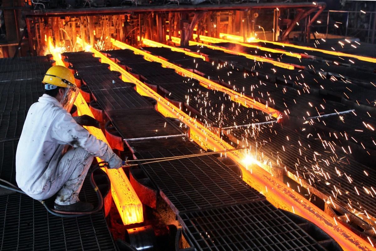 大陸鋼鐵庫存量激增,價格下跌,國際社會擔憂大陸將大規模向海外傾銷鋼鐵。(Getty Images)