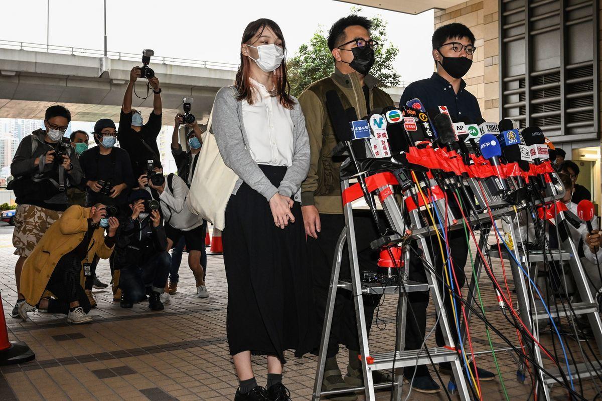 圖為近期被港府判刑入獄的香港眾志成員(右起)黃之鋒、林朗彥、周庭。(PETER PARKS/AFP via Getty Images)