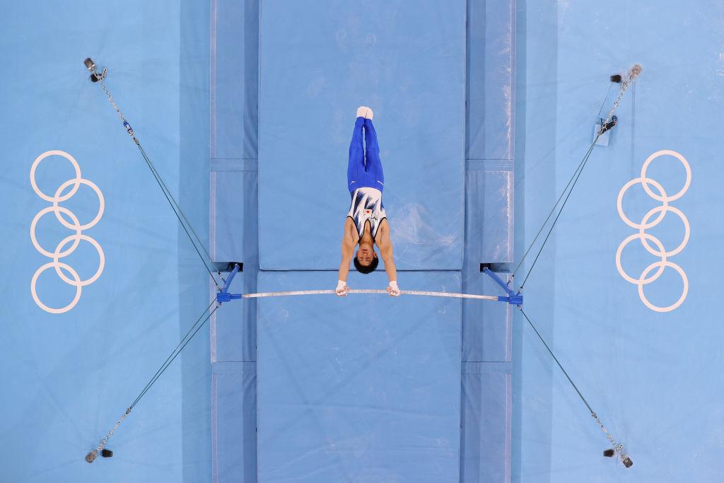 在本次東奧會上,日本體操新星橋本大輝力壓中國選手肖若騰獲得金牌。(Laurence Griffiths/Getty Images)