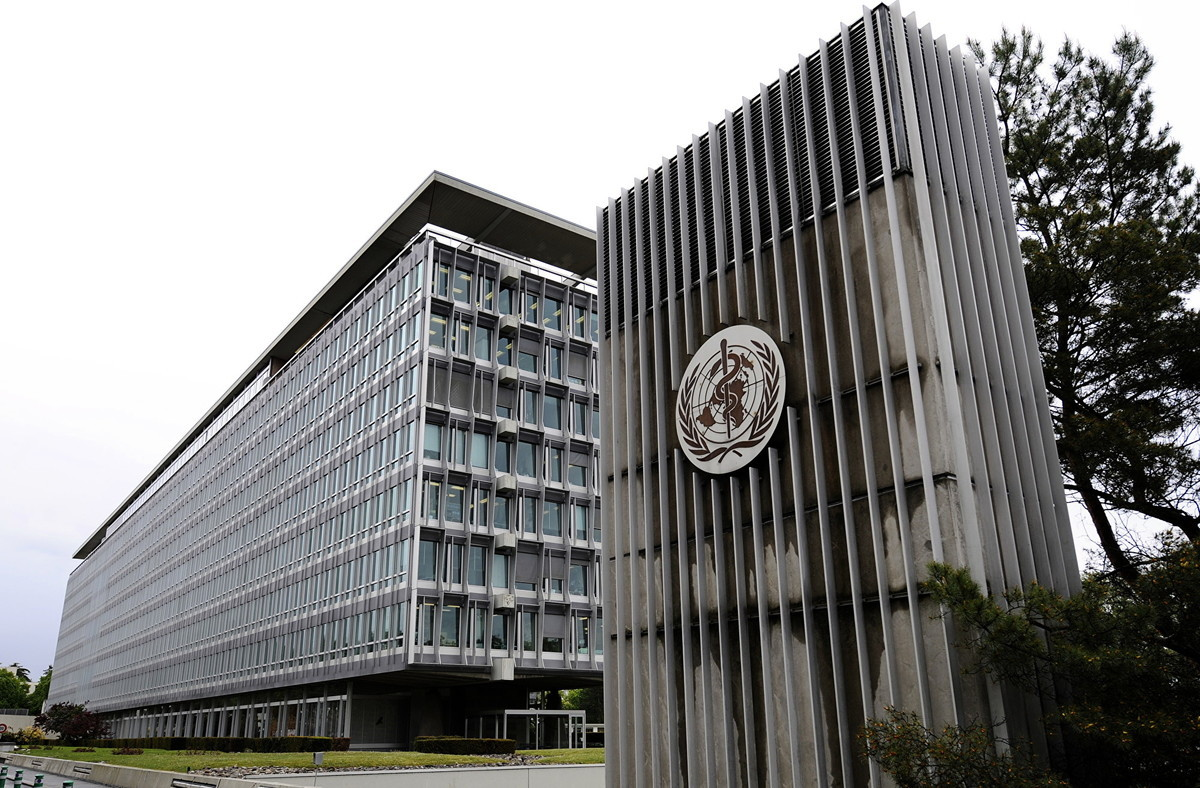 美國一人權組織發表報告稱世衛組織(WHO)是中共「有用的白癡」,並建議政府採取嚴厲措施打擊中共,包括暫停中共在WHO的會員身份以及幫助台灣加入WHO。圖為日內瓦WHO總部。(FABRICE COFFRINI/AFP)