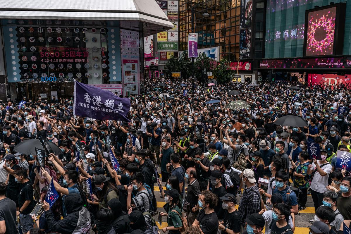 中共全國人大會議2020年5月28日「表決」通過了港版國安法。圖為5月24日,港人上街反對國安法。(Anthony Kwan/Getty Images)
