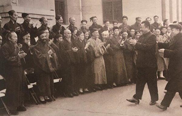 1961年11月10日,副總理習仲勳接見出席中國道教協會第二屆全國代表會議代表。(公有領域)
