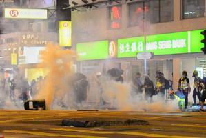 【10.31要真相】勿忘8.31活動 警狂射催淚彈驅散