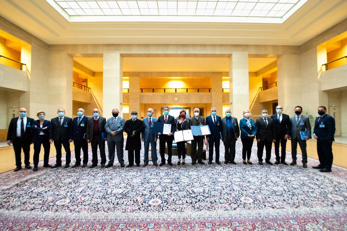 2020年10月23日,利比亞內戰雙方在聯合國日內瓦辦事處簽署停火協議。(Violaine MARTIN/UNITED NATIONS/AFP)