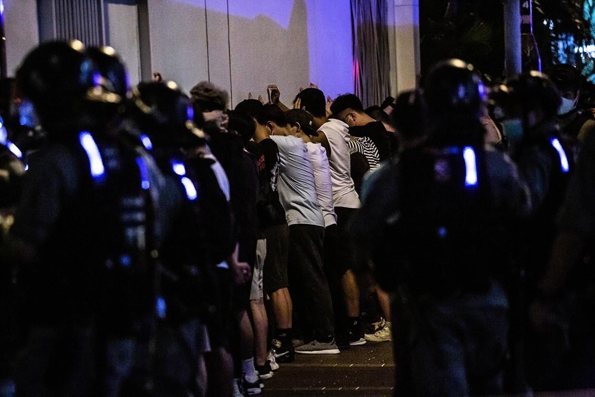 5月10日,防暴警察在抗議現場抓捕民眾。(ISAAC LAWRENCE/AFP via Getty Images)