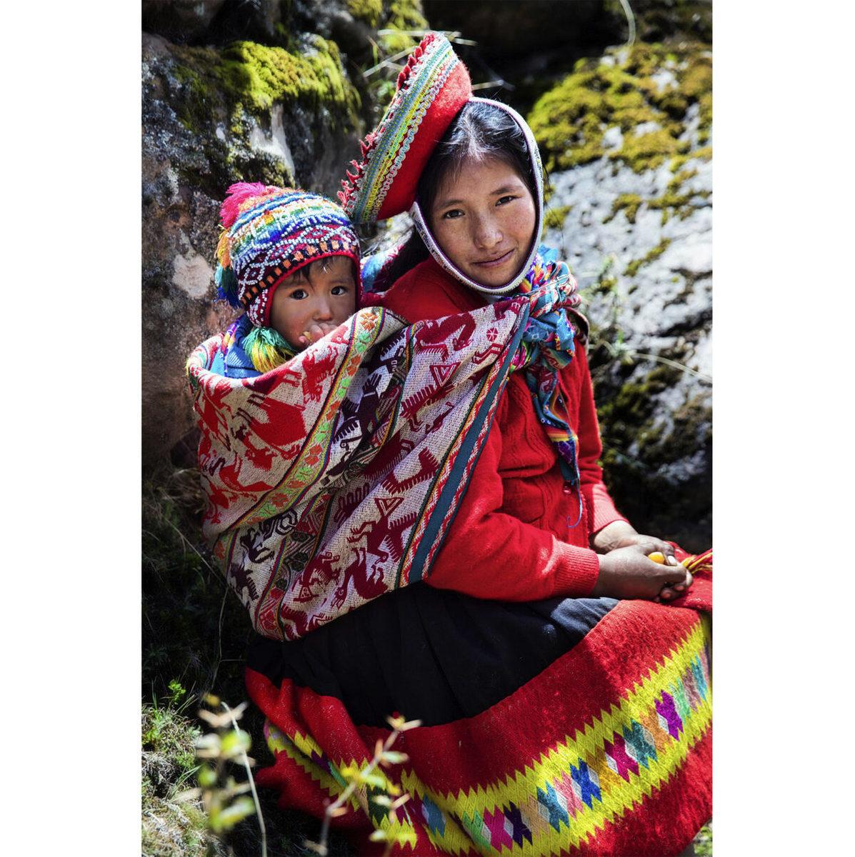 秘魯安第斯山脈的母子。(米哈艾拉提供)